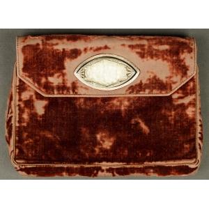 https://antyki-urbaniak.pl/1257-31158-thickbox/a-clutch-bag-with-a-beautiful-buckle-art-deco-1920s.jpg
