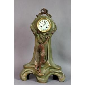 https://antyki-urbaniak.pl/1992-13015-thickbox/a-clock-with-a-figure-of-a-woman-art-nouveau-circa-1900.jpg