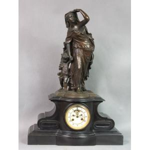 https://antyki-urbaniak.pl/2030-13346-thickbox/clock-with-mother-and-child-2nd-half-19th-century.jpg