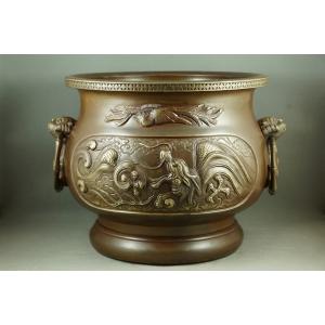 https://antyki-urbaniak.pl/2382-14649-thickbox/dragon-vase-china-bronze-19th-20th-century.jpg