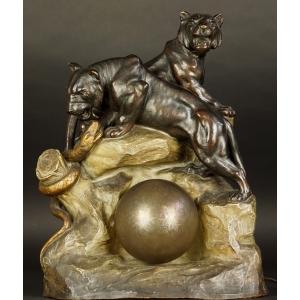https://antyki-urbaniak.pl/2499-30646-thickbox/lamp-with-liones-art-deco-1930s.jpg
