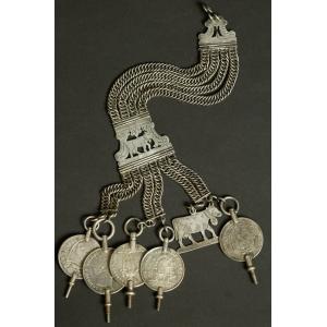 https://antyki-urbaniak.pl/2539-31044-thickbox/chatelaine-silver-19th-century.jpg