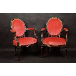 https://antyki-urbaniak.pl/2945-19992-thickbox/-pair-of-chairs-louis-xvi-classicism-france-end-of-the-18th-century.jpg