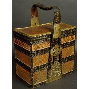 https://antyki-urbaniak.pl/3415-24687-thickbox/exploded-lunch-box-mixed-technique-japan-19th-century.jpg
