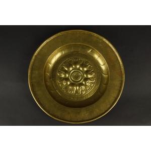 https://antyki-urbaniak.pl/3499-25510-thickbox/nuremberg-bowl-brass-16th-century.jpg