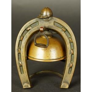 https://antyki-urbaniak.pl/3847-28962-thickbox/bell-with-a-horseshoe-patinated-bronze-19th-20th-century.jpg