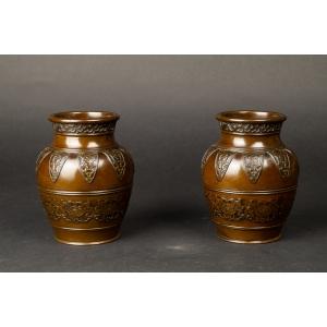 https://antyki-urbaniak.pl/3907-29465-thickbox/-pair-of-vases-bronze-qing-dynasty-1644-1912-china.jpg
