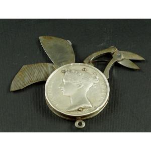 https://antyki-urbaniak.pl/4203-34101-thickbox/przybornik-w-monetach-srebro-francja-2-pol-xix-w-.jpg
